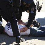 النظام البحريني يشن حملة مداهمات ويعتقل عددا من الشبان